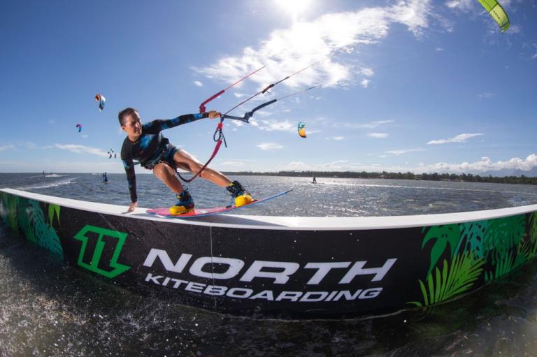 Julia Castro cursos de kitesurf tarifa